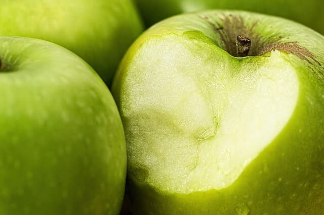 Can Rabbits Eat Green Apples